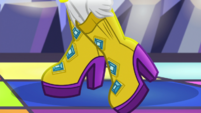 Rarity putting on disco shoes EGS1