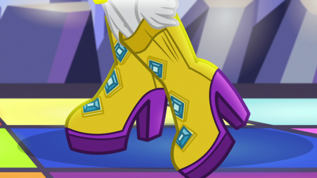 File:Rarity putting on disco shoes EGS1.png