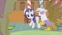 Rarity scared by Gilda S1E5