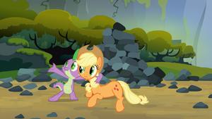 S03E09 Spike śpiewa Applejack piosenkę