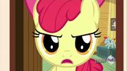 S03E11 Apple Bloom przypomina Spike'owi o klejnocie od Applejack