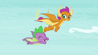 Smolder and Spike flying together S8E24