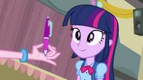 Twilight olha uma caneta EG