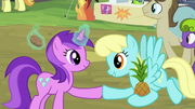 Amethyst Star trading with Sassaflash S4E22