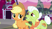 Granny Smith apologizes to Applejack S7E13