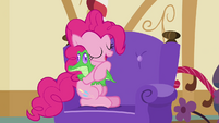Pinkie Pie hugging Gummy S03E11