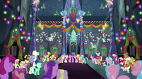 Ponies sing together in the Castle of Friendship S6E8