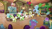 Rainbow and grannies in the hotel buffet S8E5