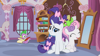 Rarity and Sweetie Belle doing hair S2E5