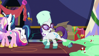 Rarity with her leg caught by pudding MLPBGE