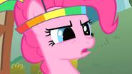 S01E15 Pinkie z parasolką na głowie