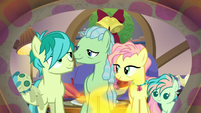 Sandbar with his family on Hearth's Warming S8E16