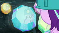 Starlight Glimmer admiring the cave gems S7E4