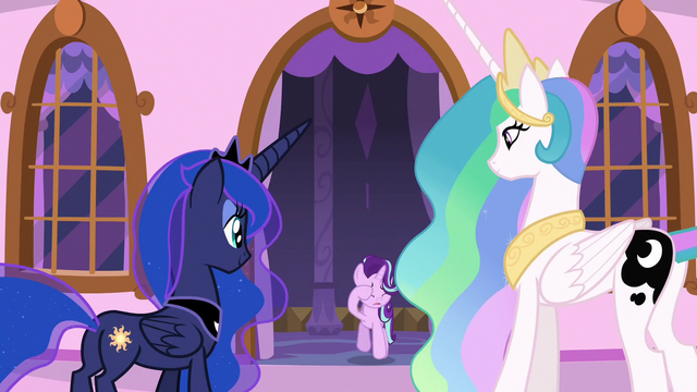 File:Starlight joins Celestia and Luna on the balcony S7E10.png