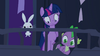Twilight, Spike e Angel olhando para baixo T4E03