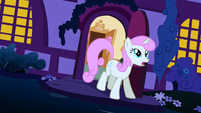 Twinkleshine comes out of her home S1E6