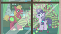 Big Mac giving Sugar Belle even more apples S7E8.png