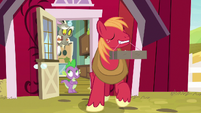 Big Mac leaves to mail his package S8E10