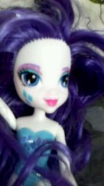Equestria Girls Rarity doll close-up