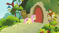 Fluttershy opening the door S01E10