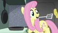 Fluttershy tossing burgers S4E22.png