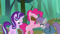 Pinkie puts cowbells on Starlight and Maud S7E4