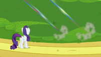 Rarity watches Rainbow and Spitfire fly away S8E4