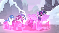 Twilight lowers her defenses S5E2