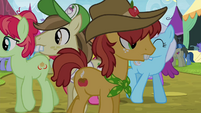 Apple family members at the Traders Exchange S4E22