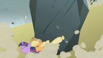 Applejack saving Twilight S1E07