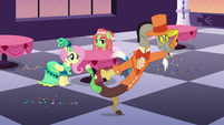 "Discord ""looks like somepony wants to mingle"" S5E7"