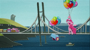 MAFH 08 Pinkie Pie leci nad Manehattanem