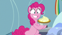 Pinkie Pie presents a lemon meringue pie S7E23
