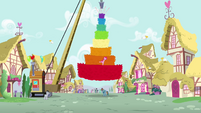 Pinkie with a giant pinata S4E12