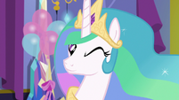 Princess Celestia winks at Twilight Sparkle S7E1