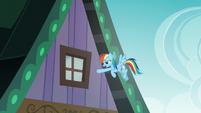 Rainbow says --gotcha!-- to Cranky Doodle S6E15