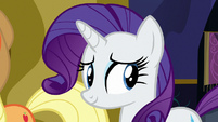 Rarity looking at Twilight Sparkle S7E14