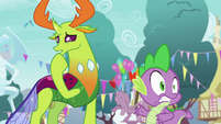 Spike looks back at Twilight and Starlight S7E15