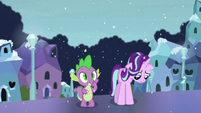 Spike thinks of something S6E2