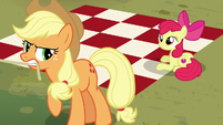 Applejack calling Apple Bloom for help S7E16