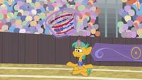 Buckball lands in Snails' goal bucket S9E6