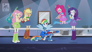 Main 4 cheer for Rainbow Dash EG2