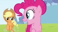 Pinkie Pie clone sees Applejack S3E03