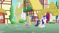 Rarity -just happened to be walking past- S7E9
