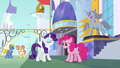 Rarity knows just where to go S6E12.png