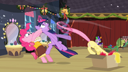 S02E11 Pinkie próbuje pomóc Twilight