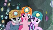 S07E04 Pinkie pojawia się między Maud i Starlight