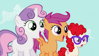 Sweetie Belle, Scootaloo and Twist gasps S2E06
