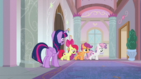 Twilight and Crusaders step into the hallway S8E12