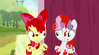 Apple Bloom and Sweetie covered in paint S8E12